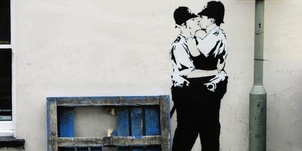 banksy-cops-kiss-street-size-colour-11258-15277_medium-600x300
