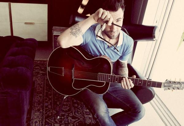 adam-levine-and-guitar